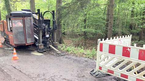Spezialmaschine Ditch Witch zur Verlegung der Glasfaserkabel